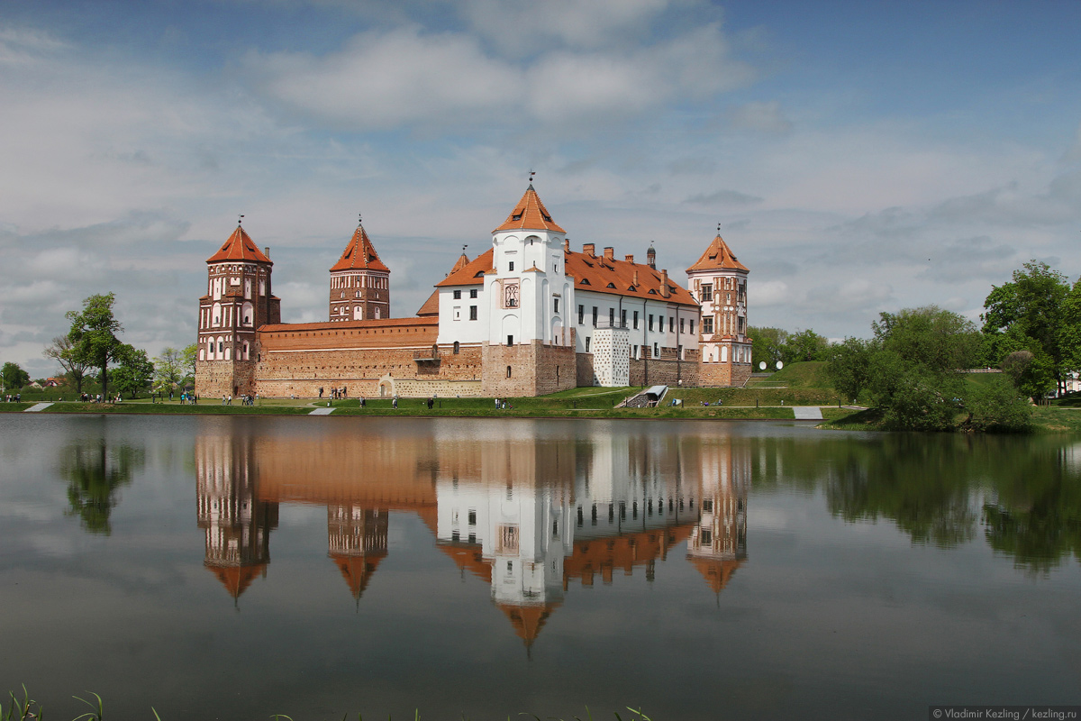 Весенняя Беларусь. Мир и Несвиж