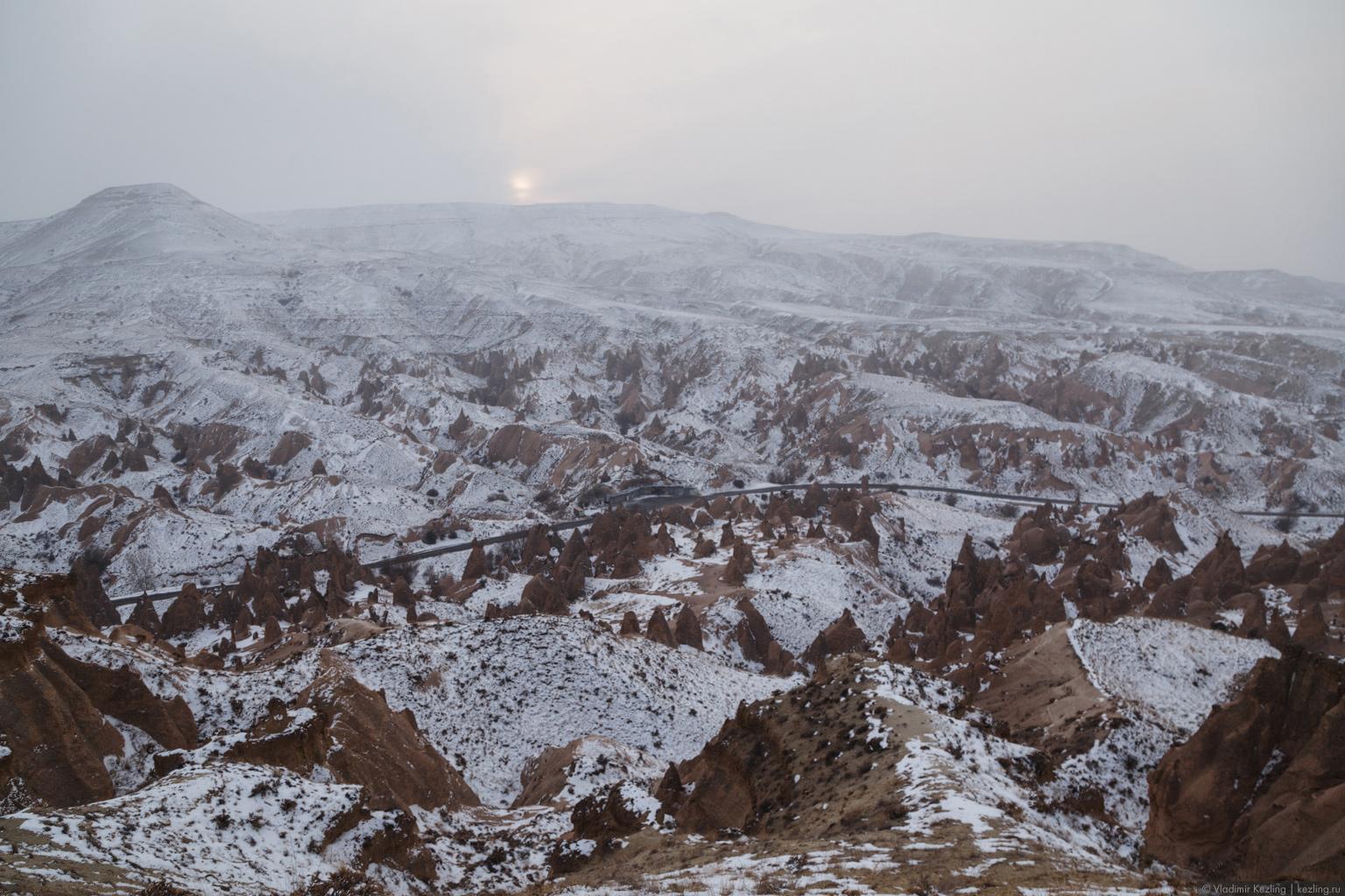 Каппадокия зимой. Белым бархатом горы сверкают каратами там