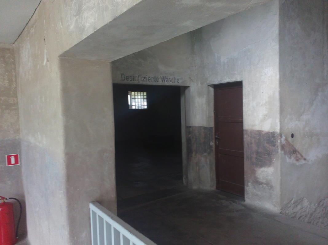 На фото под названием Лагерная баня - единственный уцелевший(невзорванный)крематорий.