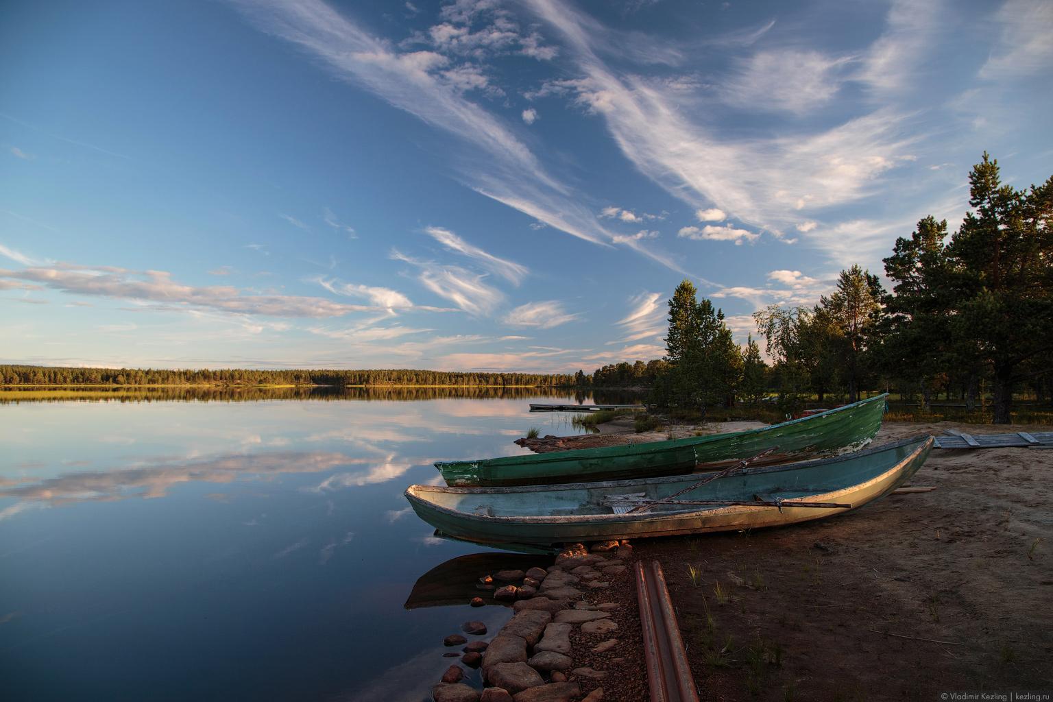 Направление: север. Финская Лапландия. Вид за окном: безмятежное озеро