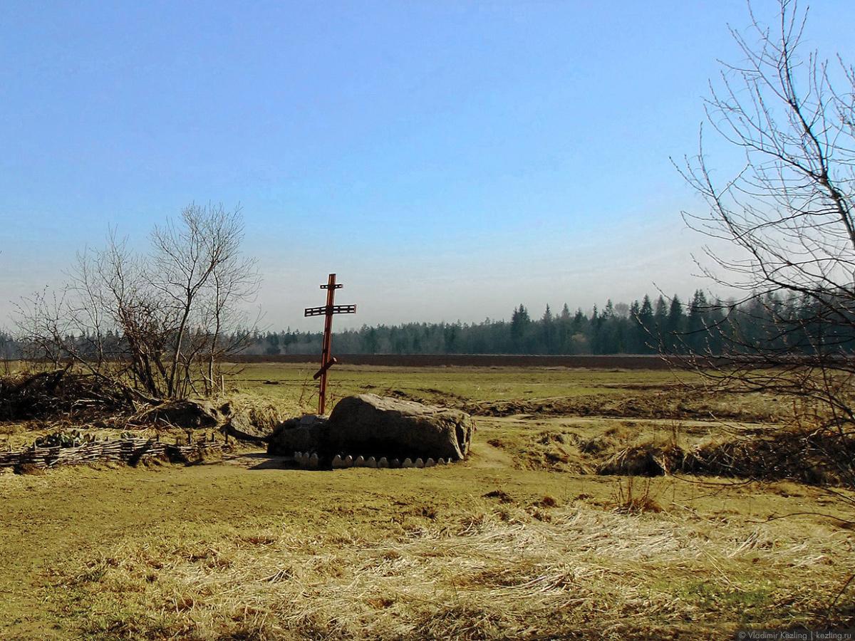 Крест на месте Храма Великого Николы