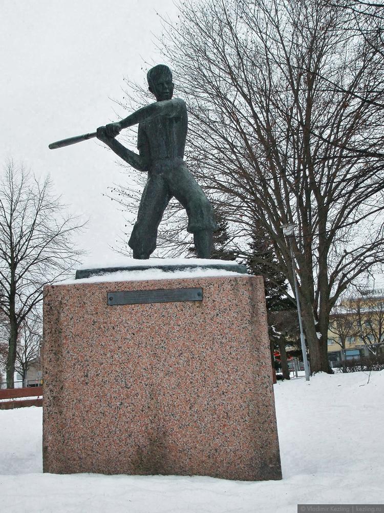 Памятник бейсболисту