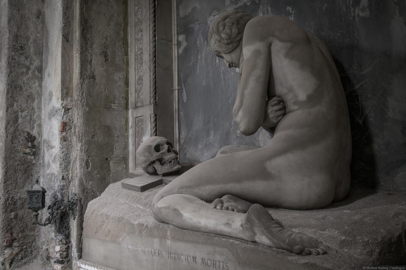 Зимняя Италия. Огенуительная Генуя. Кладбище Стальено
