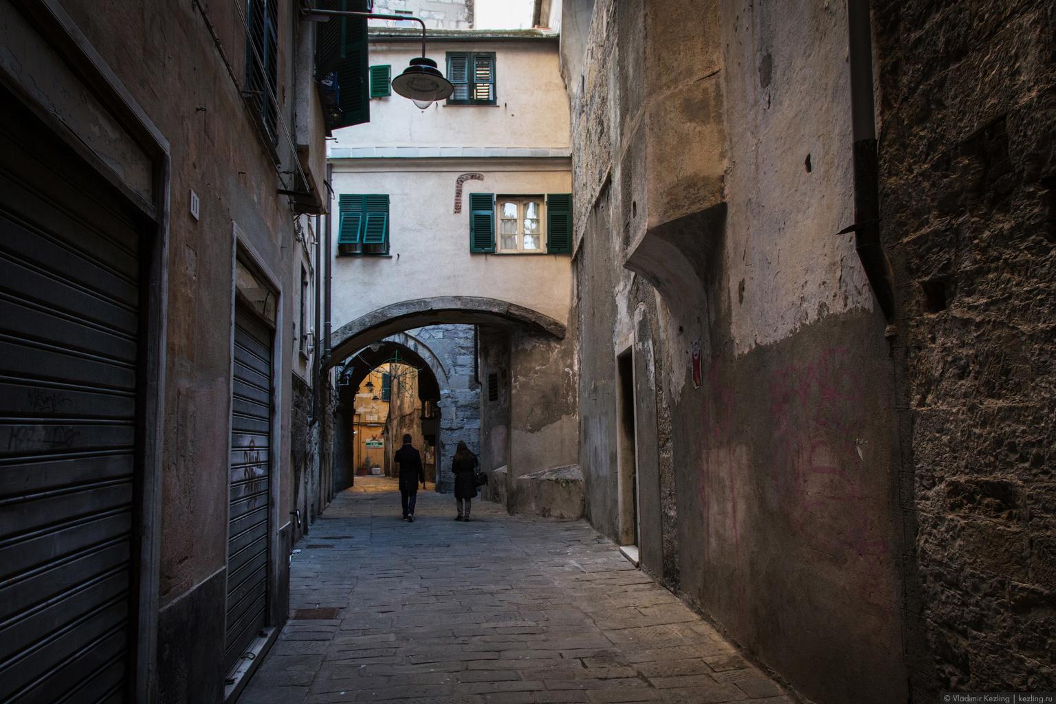Зимняя Италия. Огенуительная Генуя. Расселины каменных джунглей