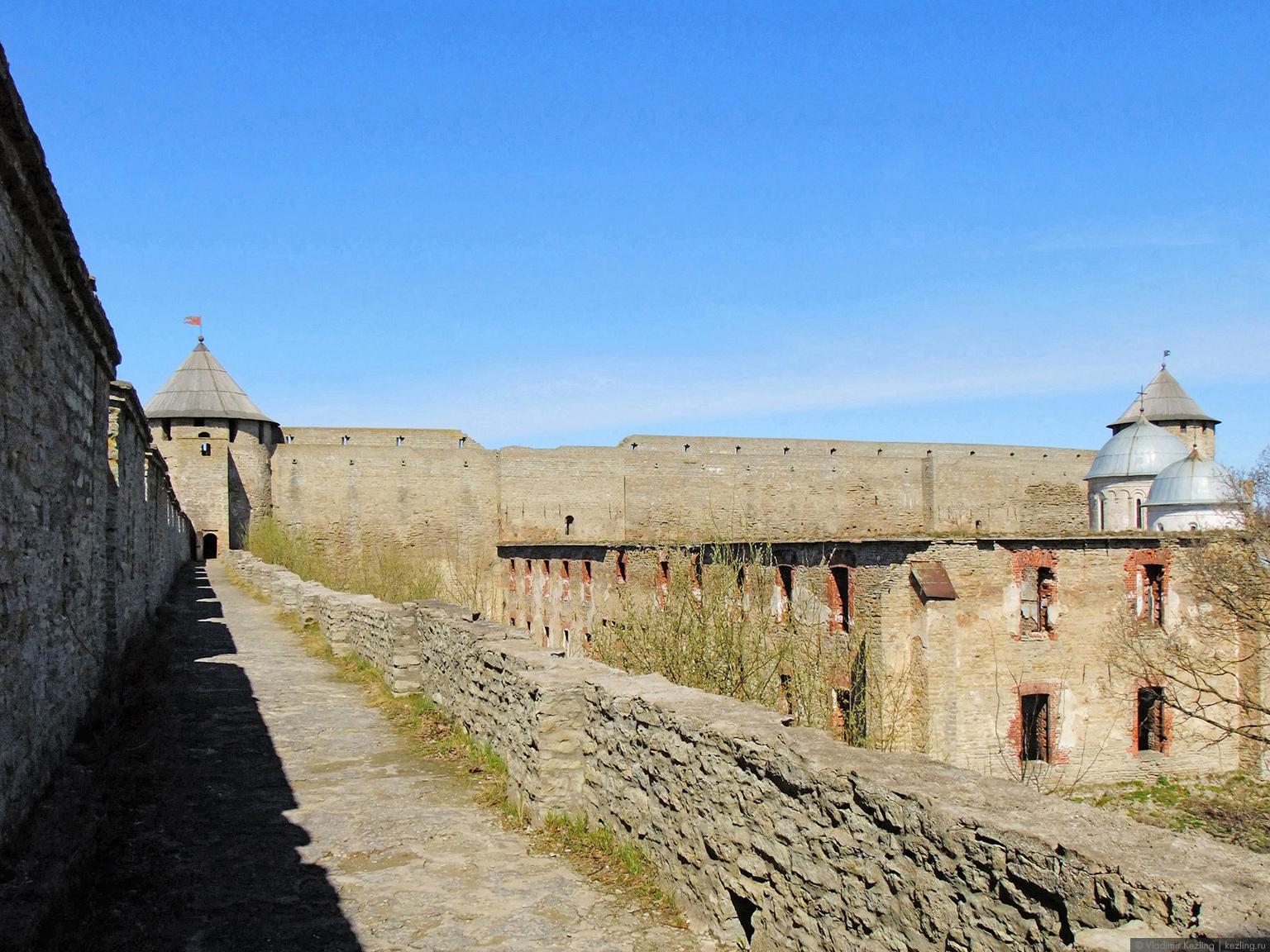 Боевой ход стены и Воротная башня