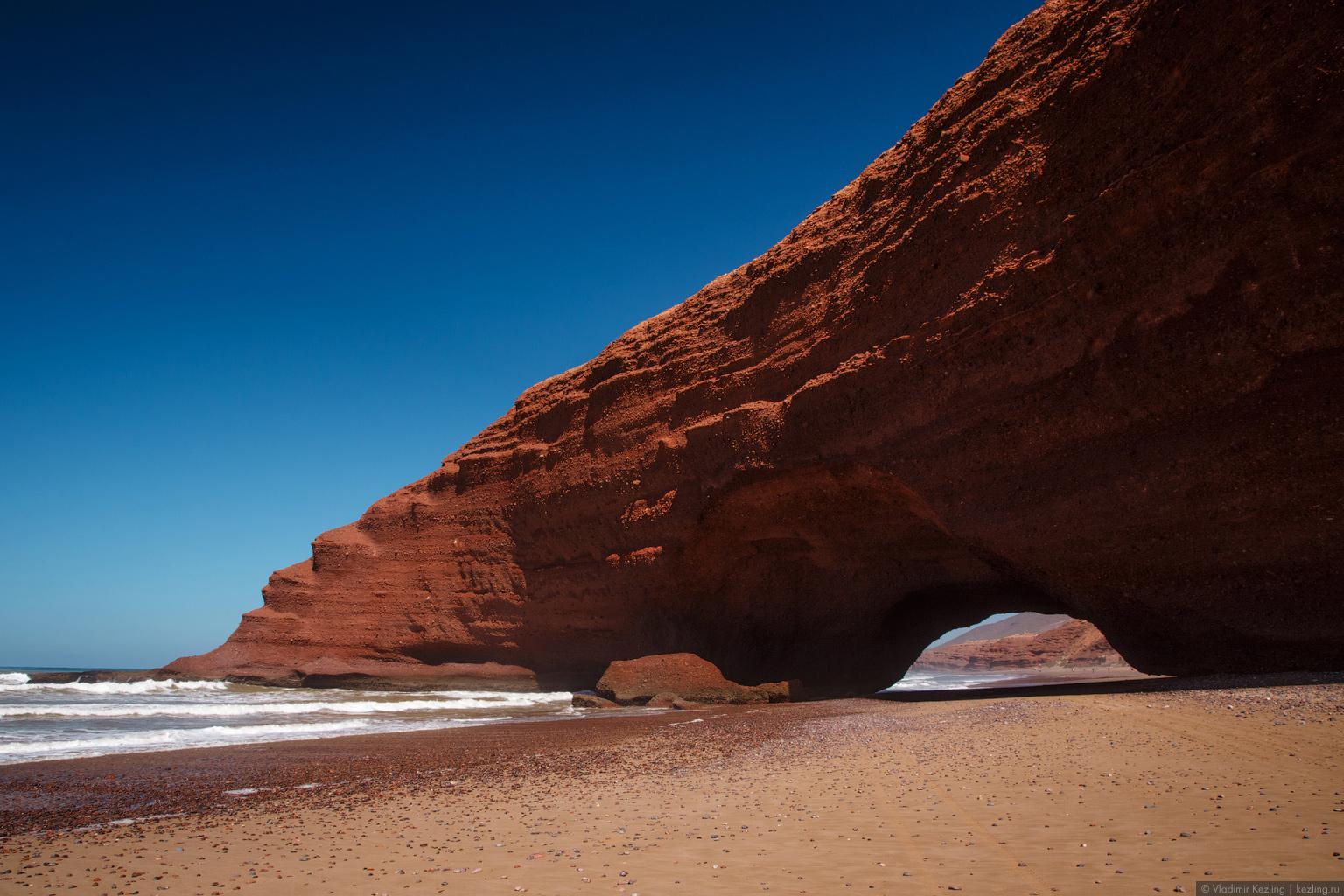 Марокканские сказки. Пляж Легзира и его каменные арки