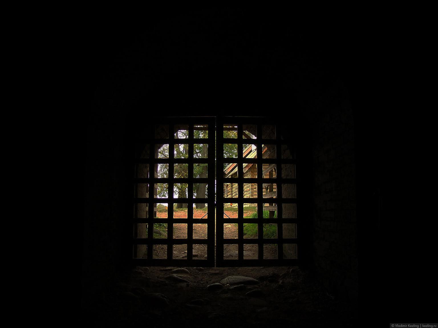 Вид на крепостной двор из Воротной башни