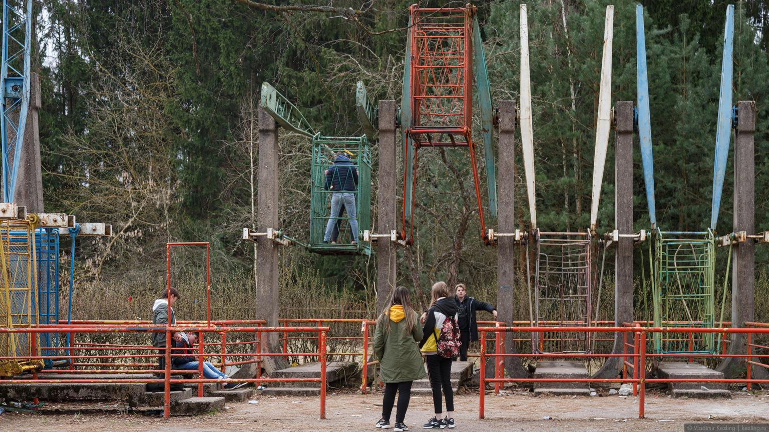 Заброшенный парк советских аттракционов в Электренае