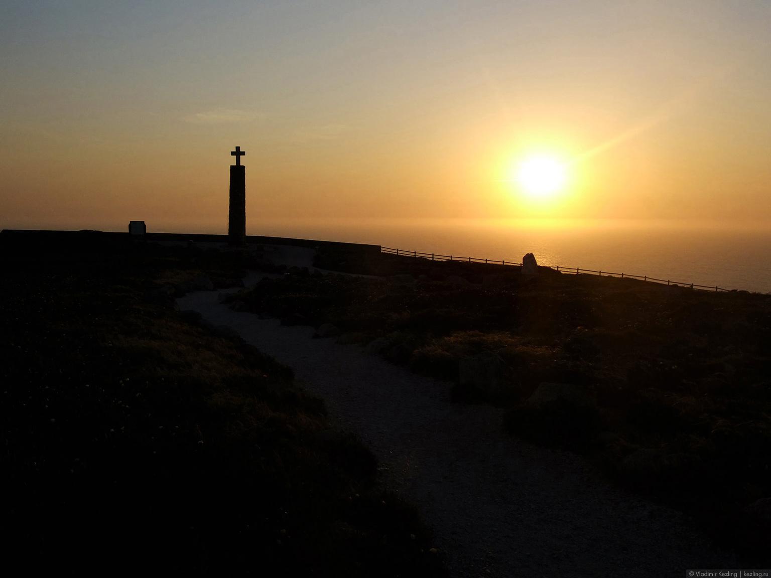 Португалия. Закат на мысе Рока