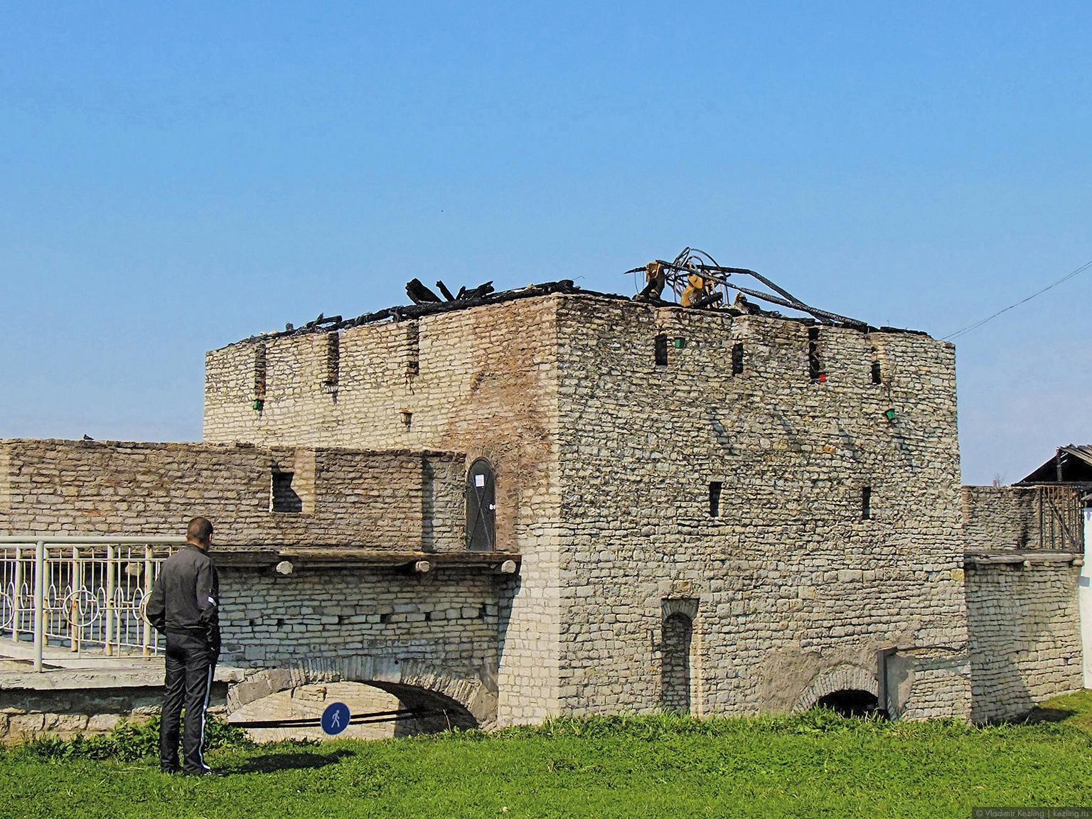 Сгоревшая Власьевская башня