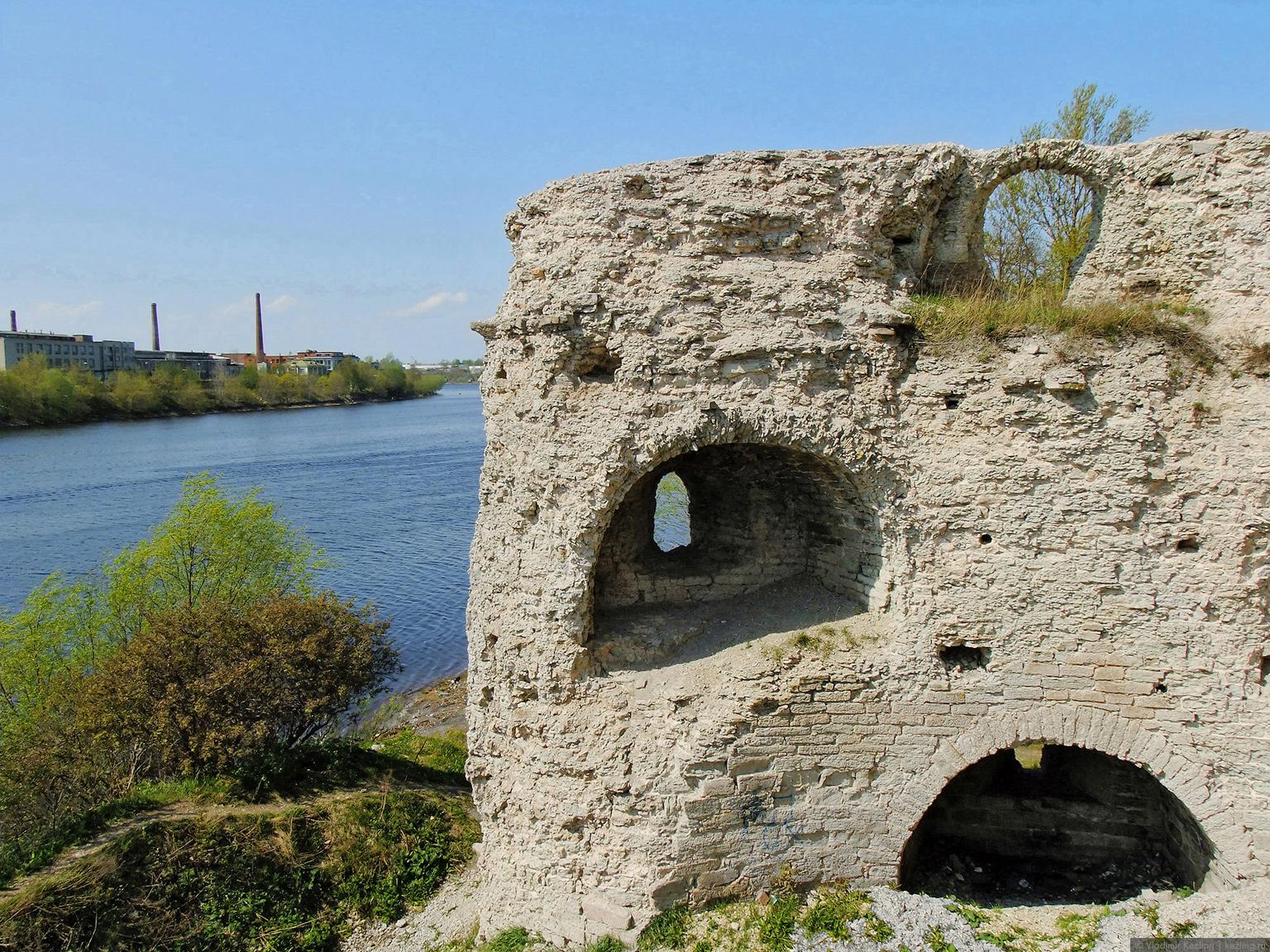 Руины Варлаамской башни
