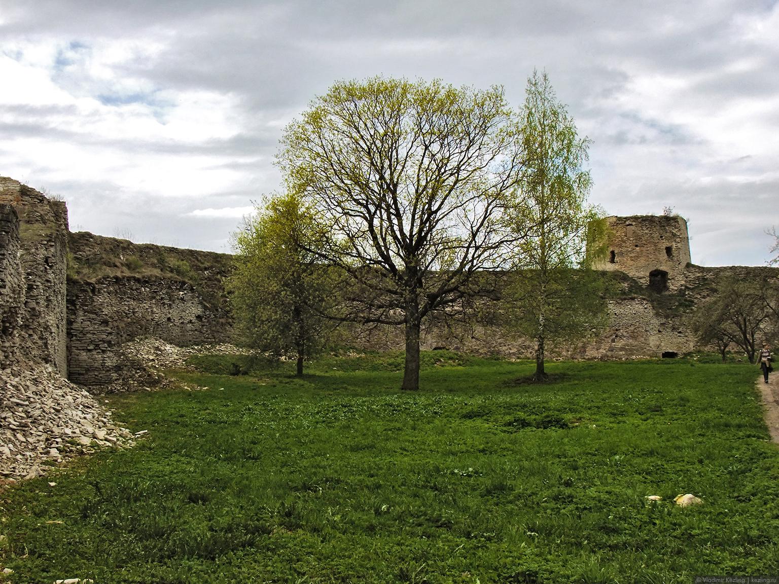 Крепостной двор