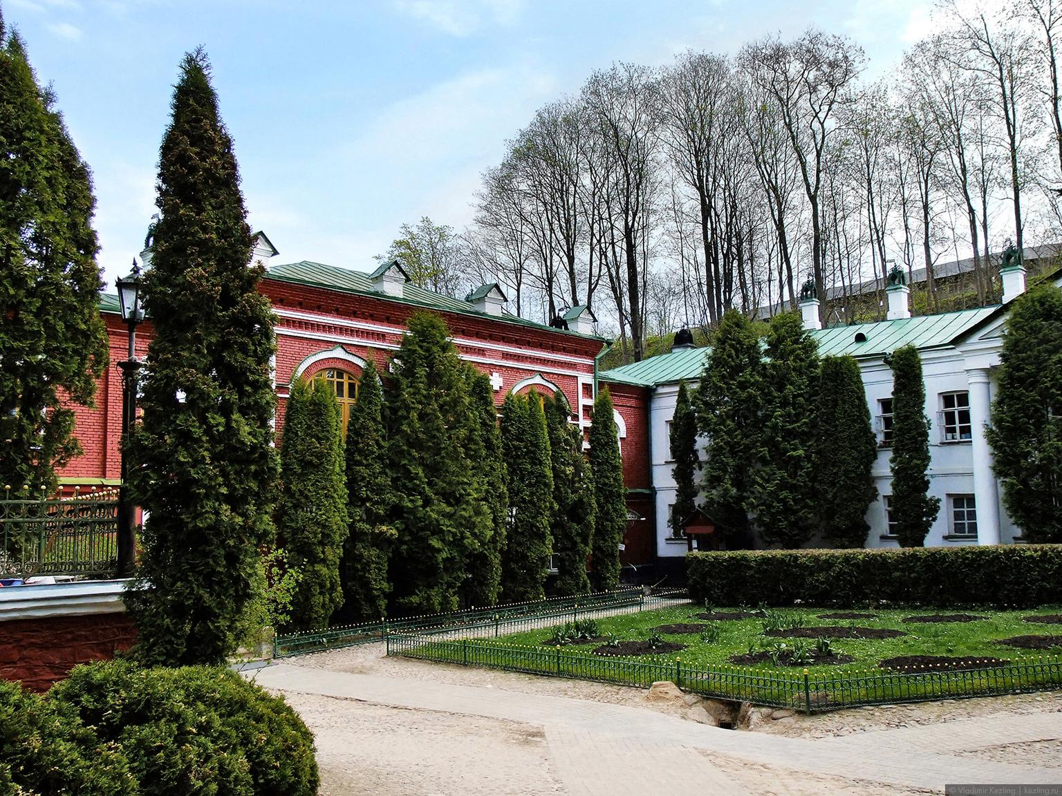 Территория монастыря