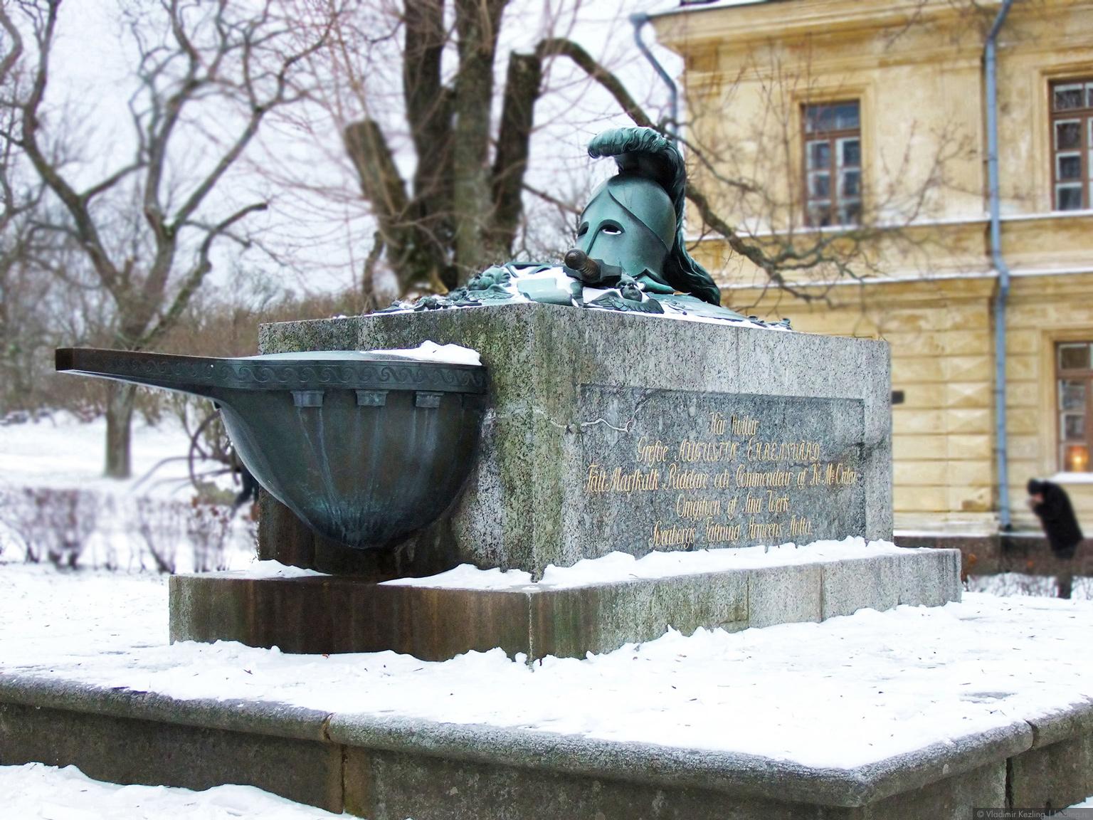 Памятник Августину Эренсверду