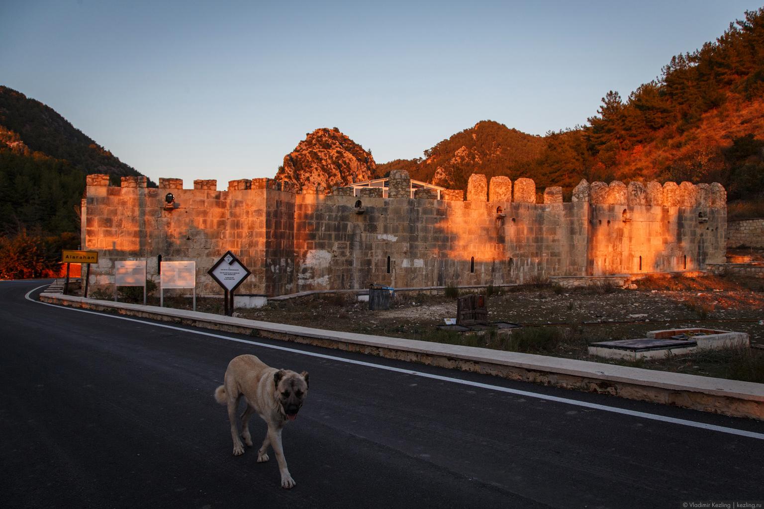 Алара: караван-сарай, крепость и одна маленькая поучительная история