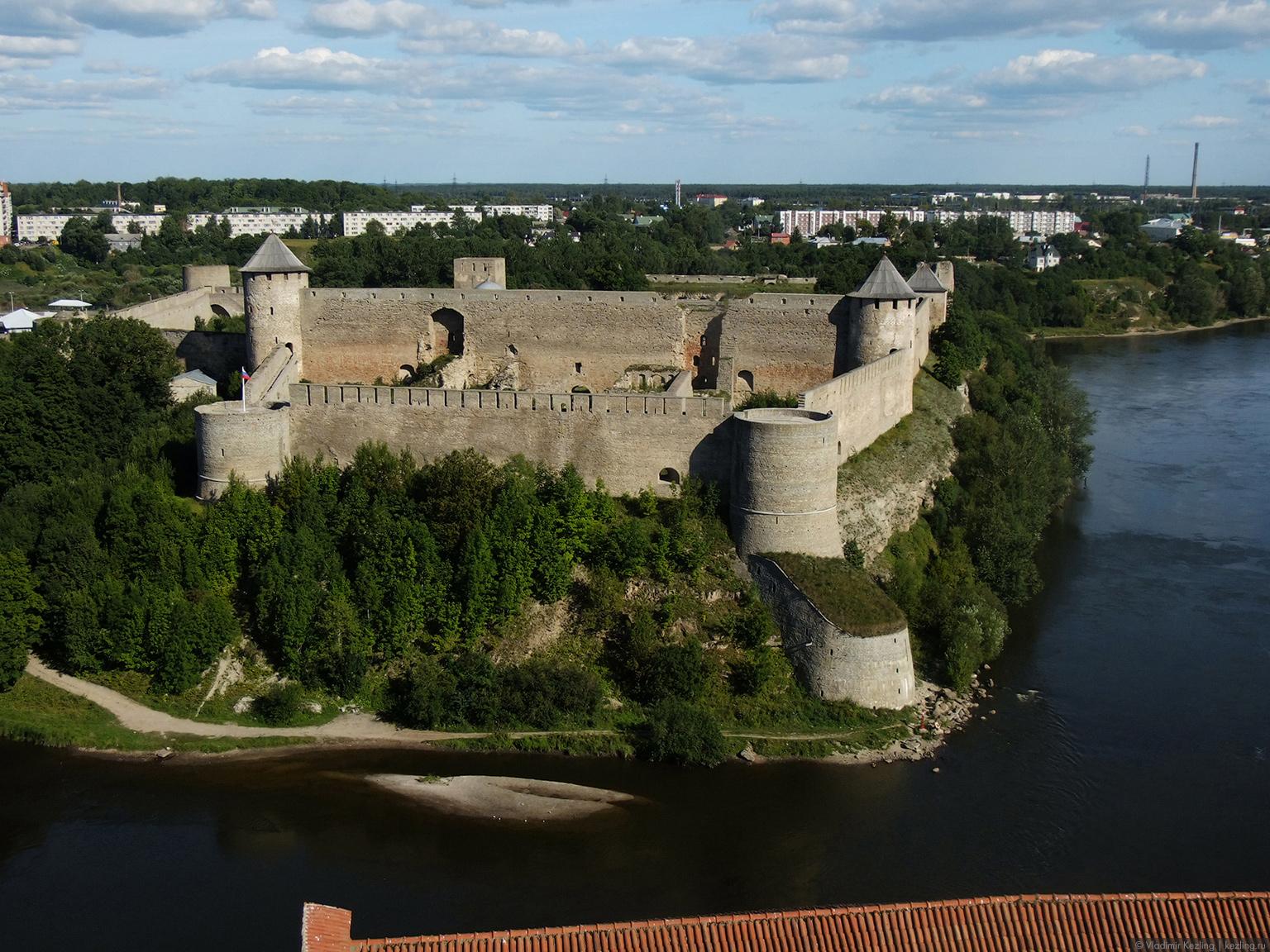 Незапланированная Эстония. Две крепости